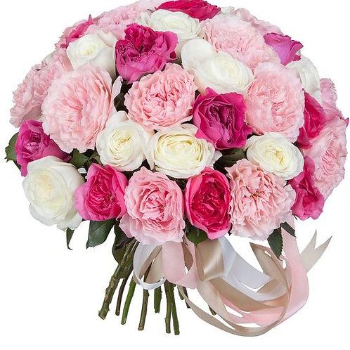 Букет из пионовидных разноцветных  роз