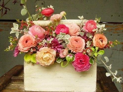 Композиция из пионовидных роз, альстромерий, эвкалипта, хризантем