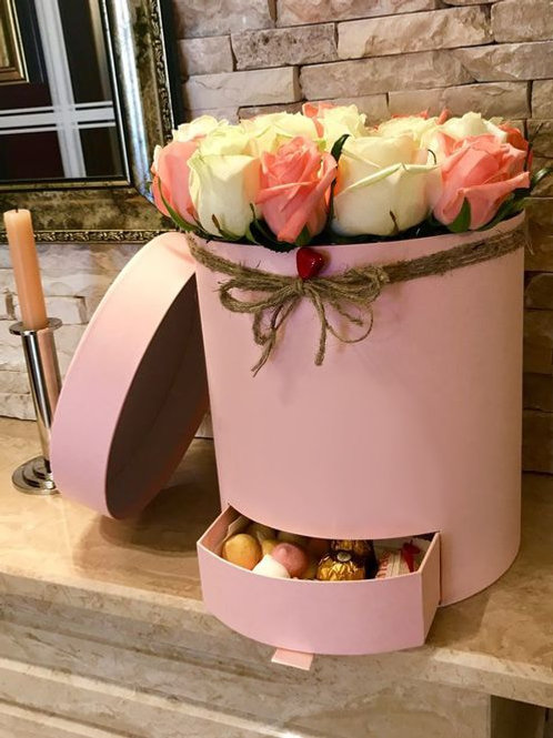 Розы в коробке с выдвижным пеналом