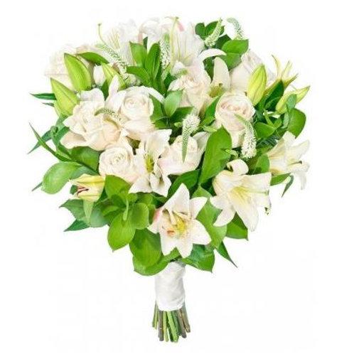 Свадебный букет из роз, вероники и рускуса