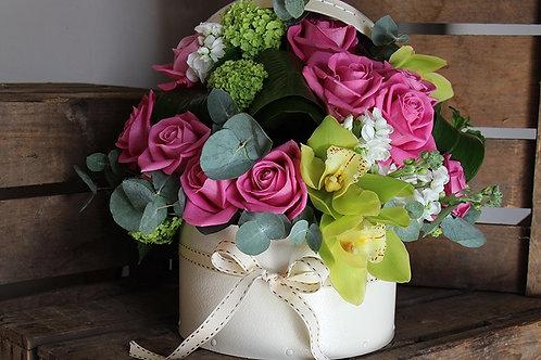 Композиция из роз, альстромерии, орхидей, эвкалипта