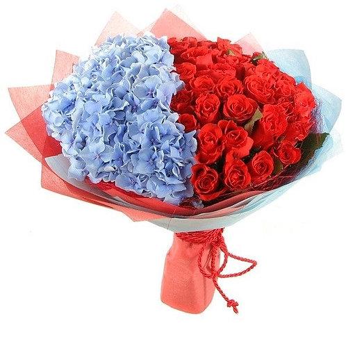 Букет из гортензии и роз (43 шт.)