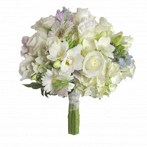 Букет невесты из роз, гортензии, фрезий