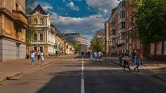 1200px-Minin_Street_in_Nizhny_Novgorod.j