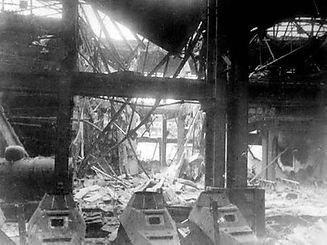 ГАЗ. После бомбардировки. 1943...jpg