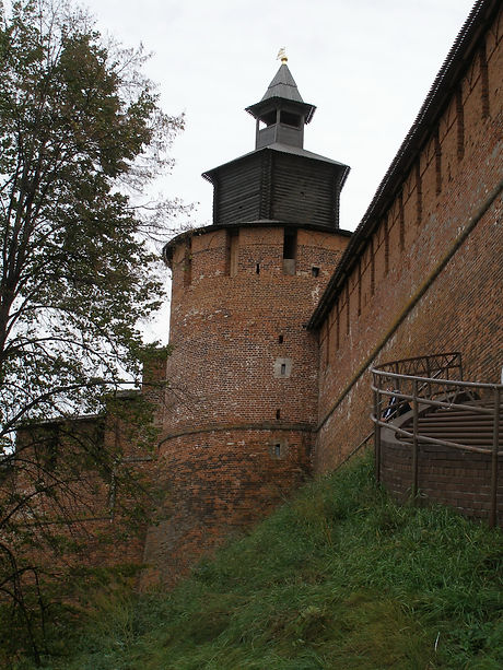 Clock_Tower_of_Nizhny_Novgorod_Kremlin.j