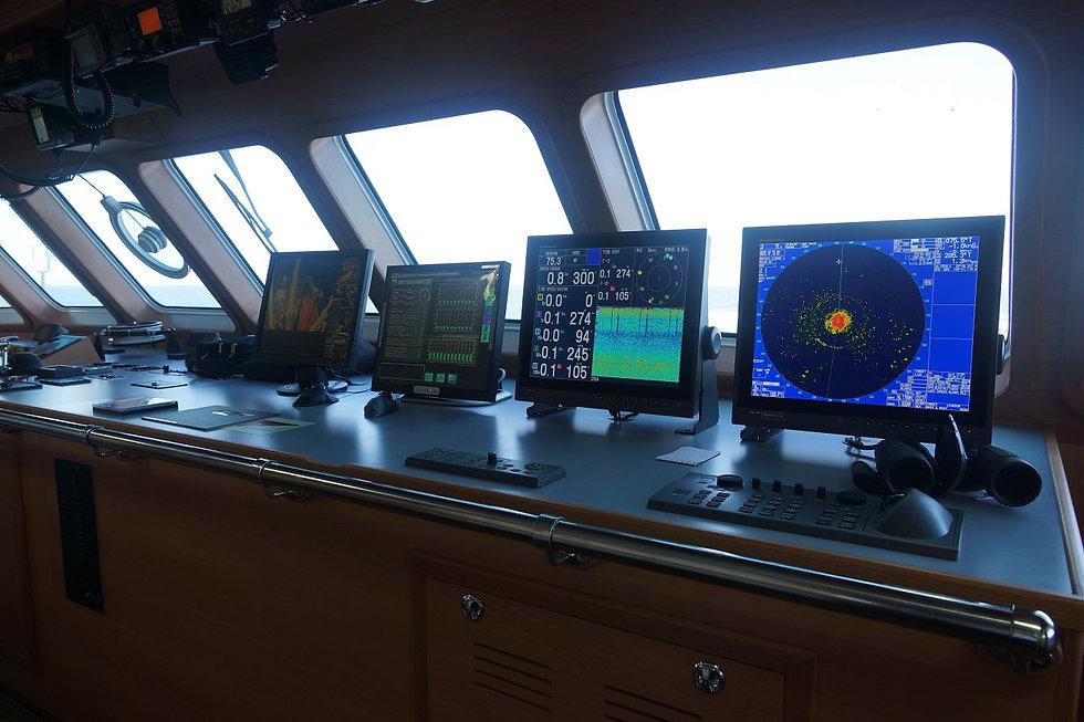 equipo furuno en barco atunero moderno 3