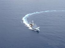 barco atunero virando.JPG