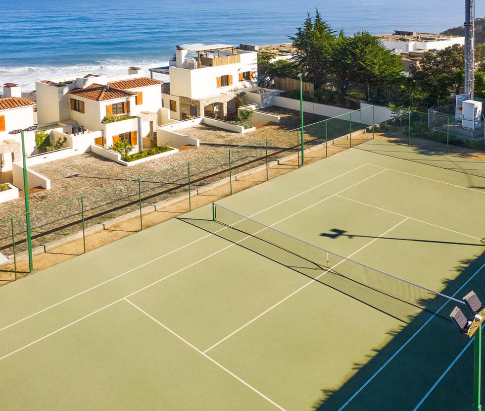 Condominio con cancha de tenis privada