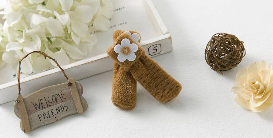 Light Brown Daisy Chair Sock Bundle