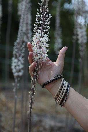יד מחזיקה חצב
