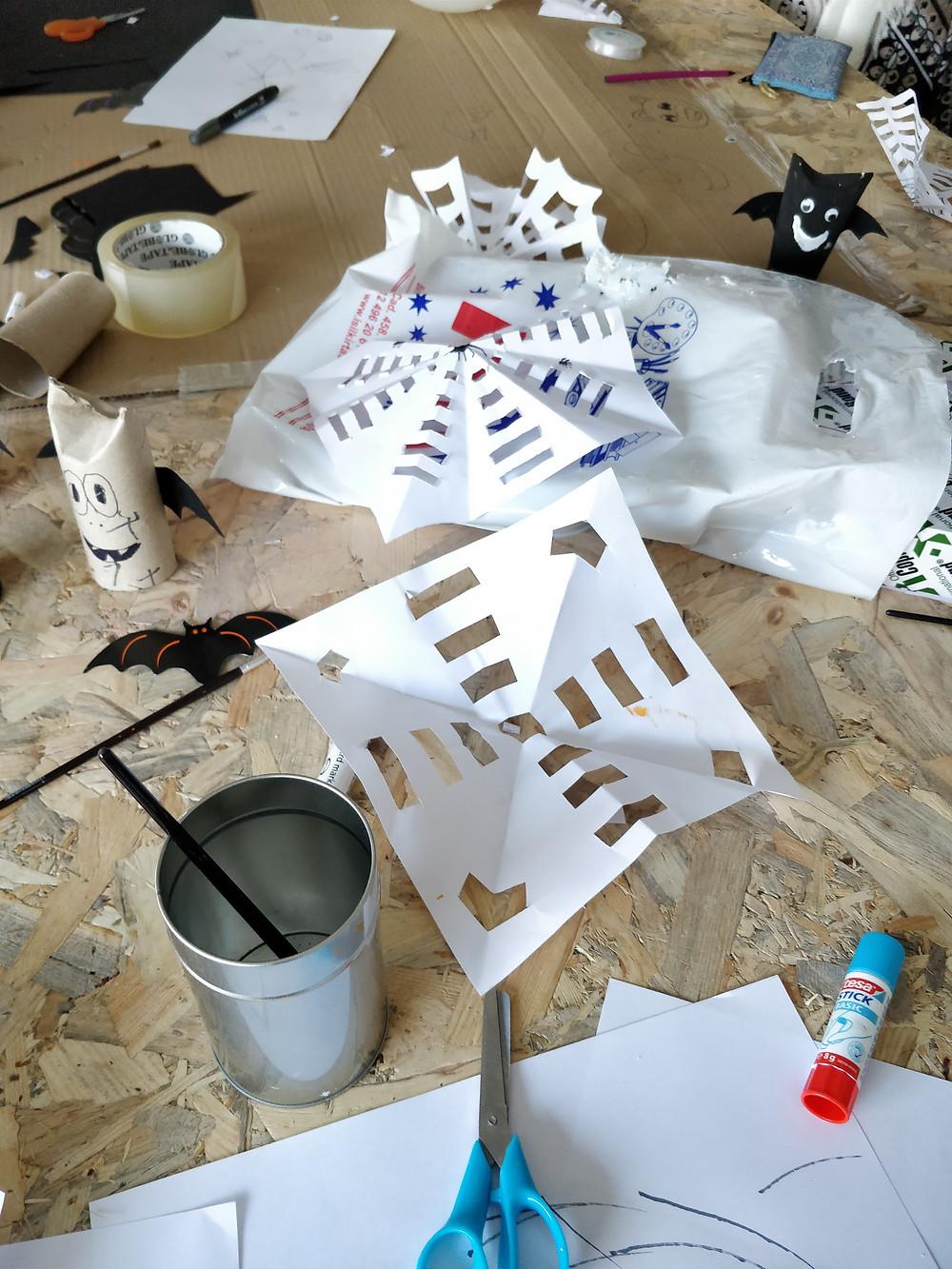 Toile araignée en papier chauve-souris