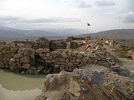 275px-Urartian_fort_in_Çavuştepe.jpg