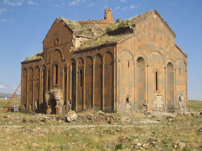 1200px-Ani-Cathedral,_Ruine.jpeg