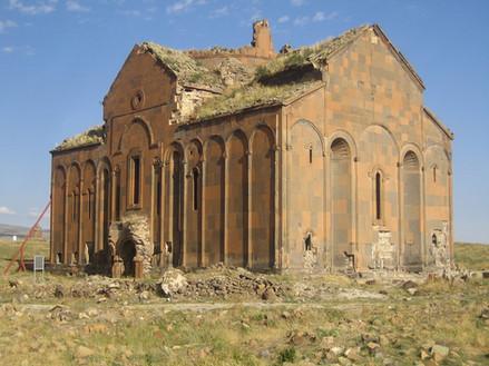 1200px-Ani-Cathedral,_Ruine.jpeg