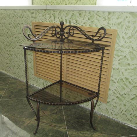 Столик угловойКованая мебель. Деко Декоративная ковка
