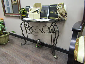 Кованый столик. ДеКо Декоративная художественная ковка. Возможно изготовление по индивидуальным эскизам.