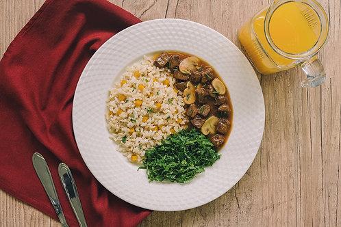 Picadinho de Carne com Cogumelos, Arroz Integral com Abóbora e Couve à Mineira