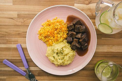 Carne na Cerveja Preta, Purê de Batata Doce, Arroz Integral com Cenoura e Dill