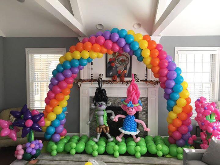 Balloon Troll Arch & Trolls