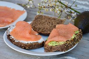 ob_9809cc_saumon-tartines-avocat-brunch.
