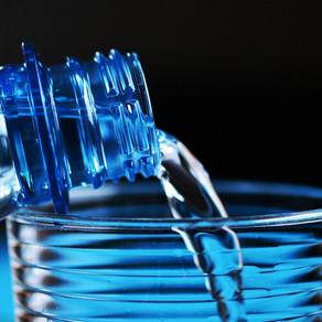 La maladie de l'eau en bouteilles plastiques