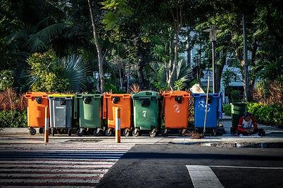 poubelles en ville.jpg