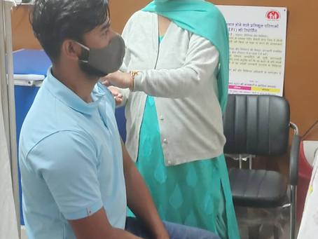 कोरोना वायरस की रोकथाम के लिए सिविल अस्पताल राजगढ़ में 99 लोगों को लगाई गई वैक्सीन