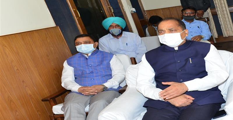 होम आईसोलेशन में रह रहे मरीजों की स्वास्थ्य मापदण्डों के अनुसार नियमित निगरानी की जाएः मुख्यमंत्री