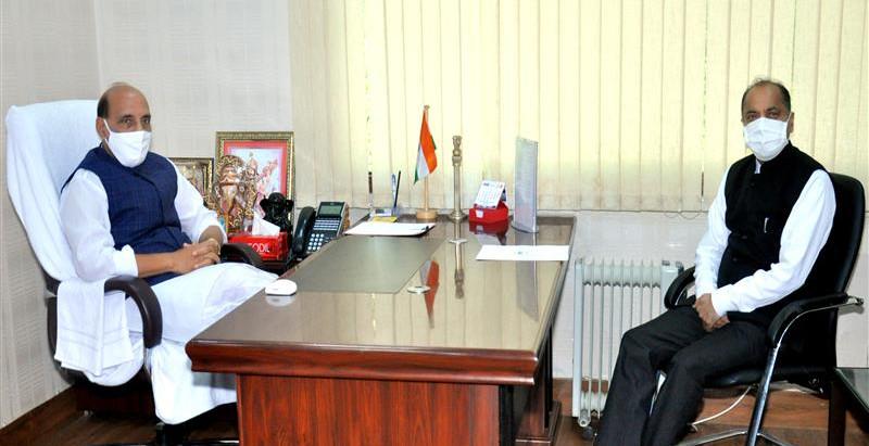 मुख्यमंत्री ने केन्द्रीय रक्षा मंत्री से भेंट की