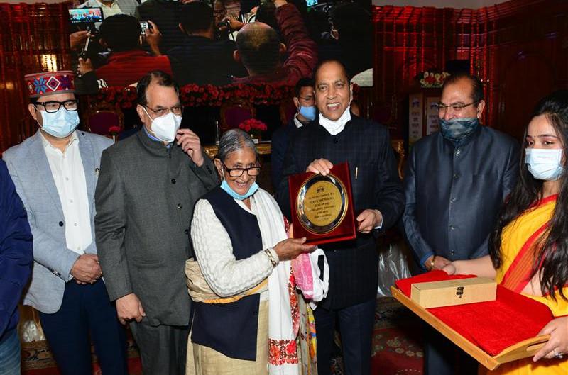 मुख्यमंत्री ने लोकतंत्र प्रहरियों को सम्मानित किया