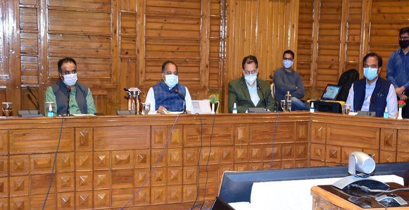 मुख्यमंत्री ने शिमला जिले के अस्पतालों में बिस्तरों की क्षमता बढ़ाने के निर्देश दिए