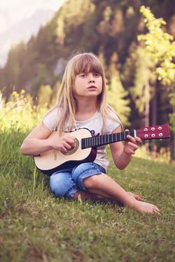 dziewczynka z gitara