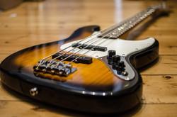 bass-guitar-913092_1920