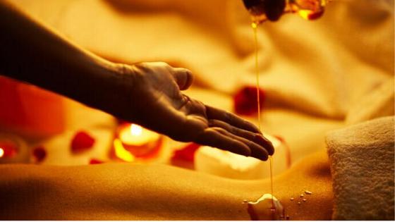 Massaggio con Oli Essenziali Raindrop