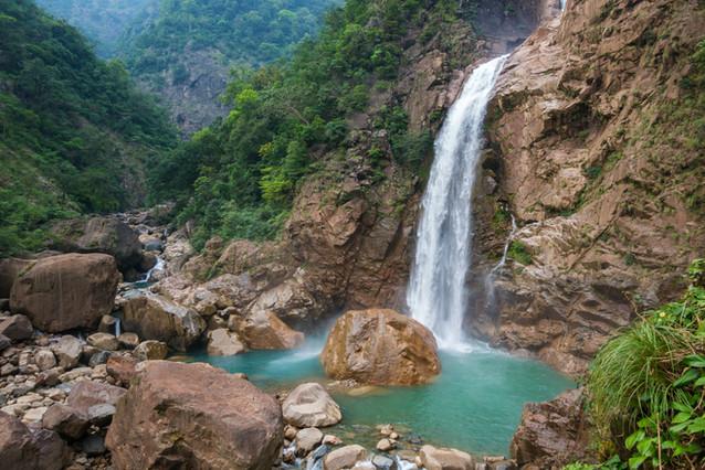 Rainbow waterfall_Meghalaya_shutterstock