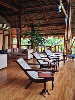 Plantation chairs for optimal lounging in the Machan