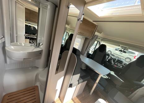 etrusco-5900db-rent-camper10jpg
