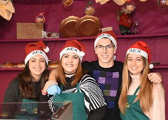 Empleados de Artesanía Cecilia en la Fira de Nadal de Xixona