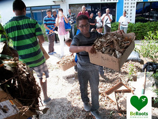 Beroots is Teaching how to Compost on Curacao to 122 people in small groups!