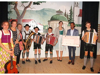 Kinder musizieren für Kinder