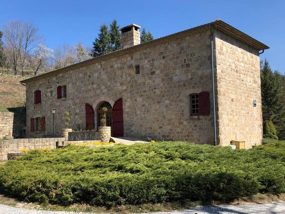 Location gîte en Ardèche | Gîte Château Rousset