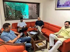 हड़ताल कर रहे मंत्रियों को जबरन ले जाने की तैयारी क्यों हो रही है: केजरीवाल
