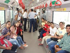 वंचित वर्ग के बच्चों ने मेट्रो सवारी का आनन्द उठाया