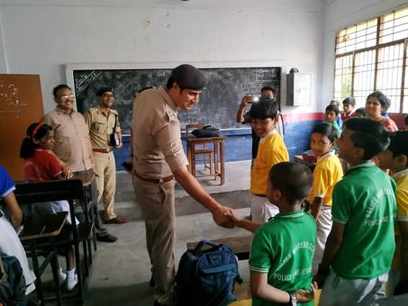 एसएसपी सन्तोष कुमार मिश्रा ने गरीब दिव्यांग मजदूर के बेटे का एडमिशन पुलिस मॉर्डन स्कूल में करवाया