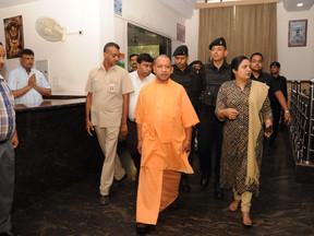 रविवार को नई दिल्ली में अपने व्यस्त कार्यक्रमों के बीच उत्तर प्रदेश के मुख्यमंत्री योगी आदित्यनाथ ने