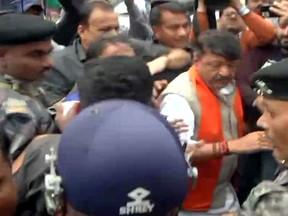 BJP महासचिव कैलाश विजयवर्गीय हिरासत में लिए गए