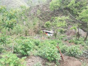 सतपुली के निकट बस खाई में गिरी, 1 की मौत 26 यात्री घायल