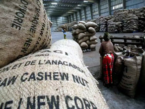 गुजरात: गोदाम में रखा 213 किलो काजू उठा ले गए चोर