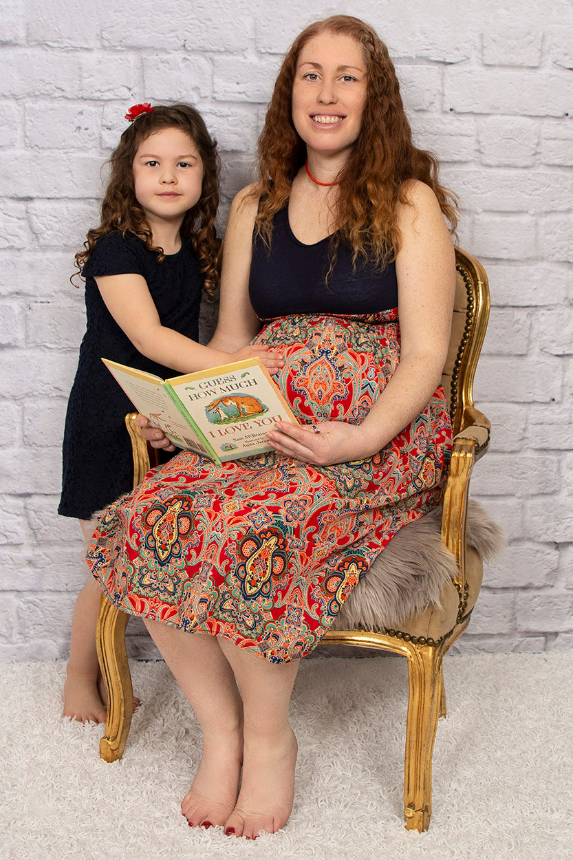 Maternity Photoshoot | Gemerations Photography | Reading to Children | Norfolk Photographer